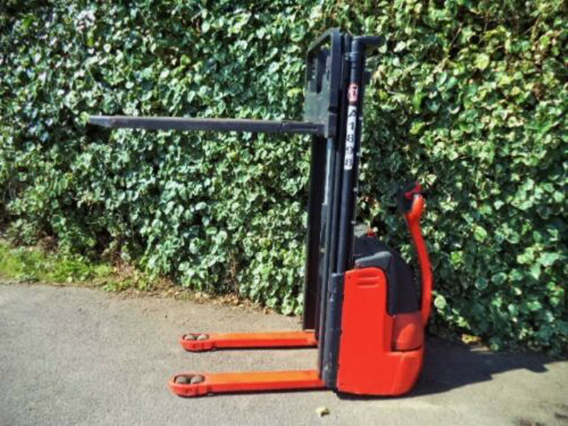 Linde-L12-Electric-Power-Pallet-Stacker