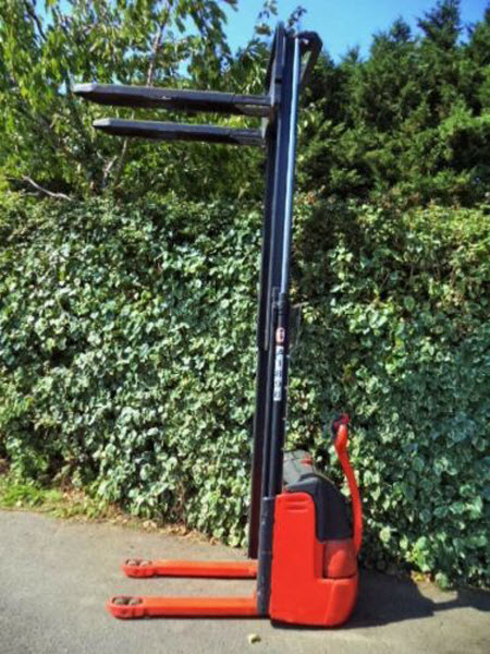 Linde-L12-Electric-Power-Pallet-Stacker 5